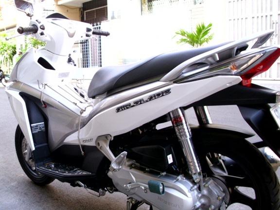 Sơn xe Air Blade  2011 màu trắng - xám zin cực đẹp