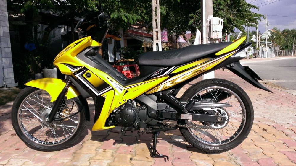 Sơn xe Exciter RC 2010 màu vàng đen zin cực đẹp