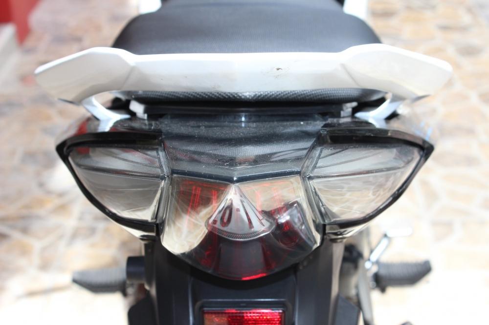 Sơn xe Exciter RC 2011 màu trắng đen zin cực đẹp