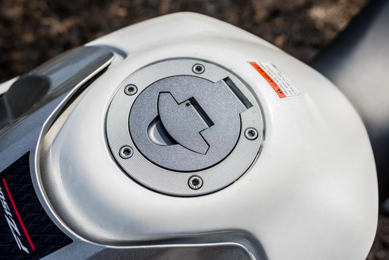 Sơn xe FZ150i màu trắng zin cực đẹp