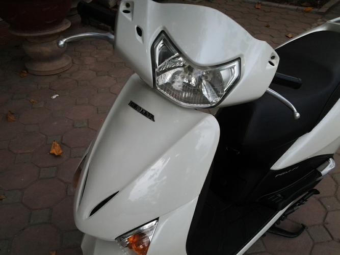Sơn xe Lead 2012 màu trắng zin cực đẹp