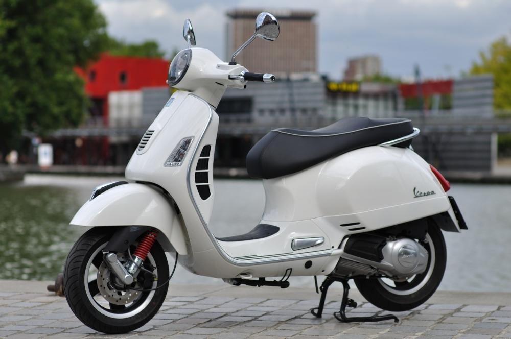 Sơn xe Vespa GTS màu trắng zin cực đẹp