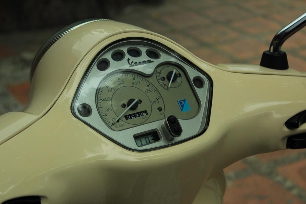 Sơn xe Vespa LX 125 màu vàng nhạt zin cực đẹp