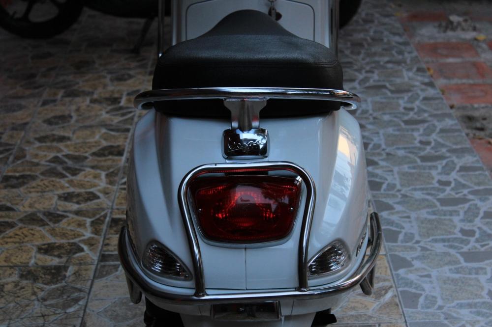 Sơn xe Vespa LX 150 màu trắng zin cực đẹp