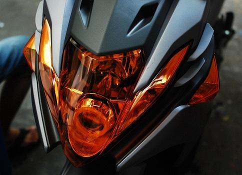 Sơn chóa đèn xe máy